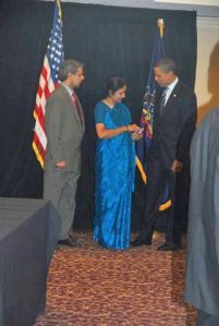 Anita Sharma hands Sathya Sai Baba Photo To Obama